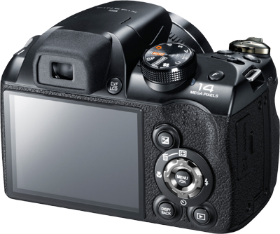 Fujifilm FinePix S4500 Rückseite Display Bedienelemente